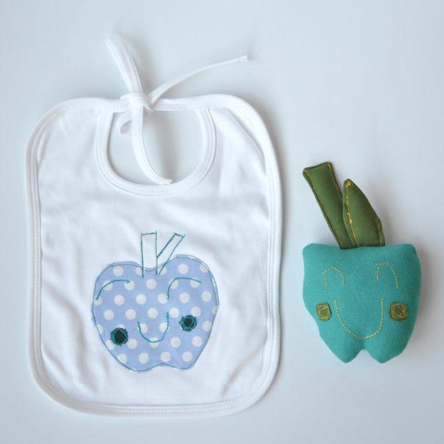bavaglino disegno mela con mela peluche