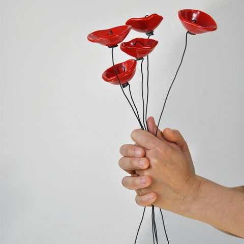 fiori in ceramica e fil di ferro